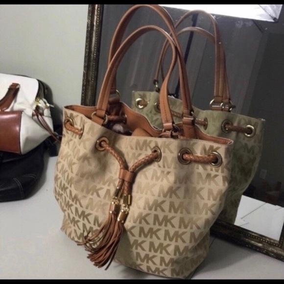 Michael Kors Handbags - EUC Michael Kors Bag.